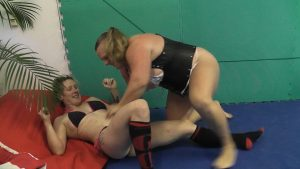 Female Wrestler Rocket vs Anna Konda