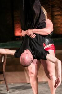 Woman breaks Mens Ribs by Bearhug